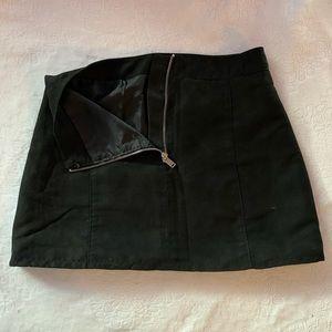 DIVIDED black A-line miniskirt